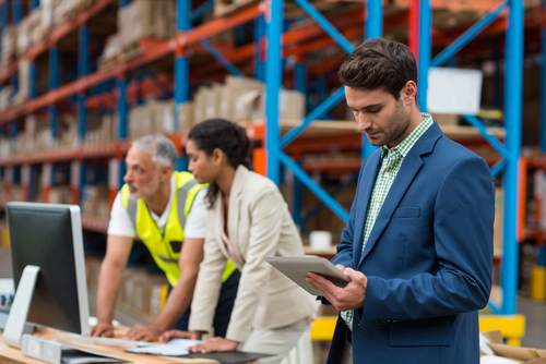 warehouse workers working together to problem solve