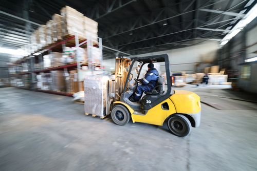 forklift-in-warehouse-carrying-bulk-items