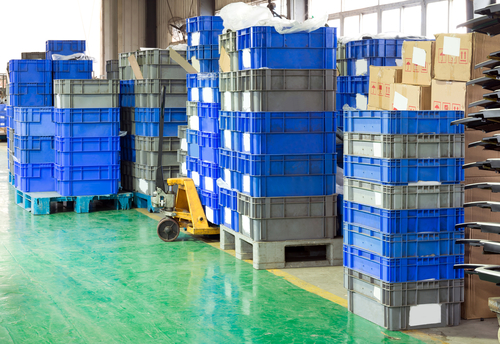 multiple-stackable-industrial-bins-in-warehouse