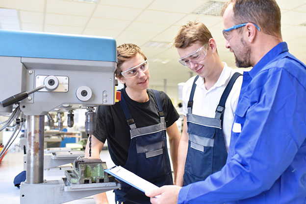 trainer and apprentice in technical vocational training